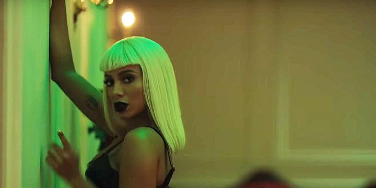 Anitta en el videoclip de 'Onda Diferente'