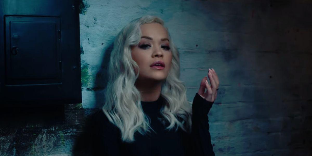 Rita Ora en el vídeo de 'Carry On'