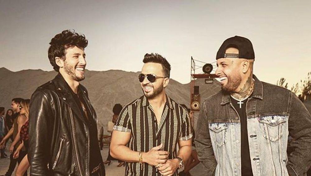 Sebastián Yatra, Luis Fonsi y Nicky Jam durante el rodaje del videoclip de 'Date La Vuelta'