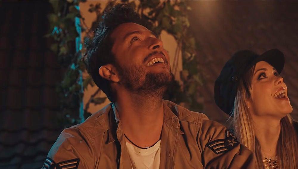 Manuel Carrasco en el videoclip de 'Qué bonito es querer'