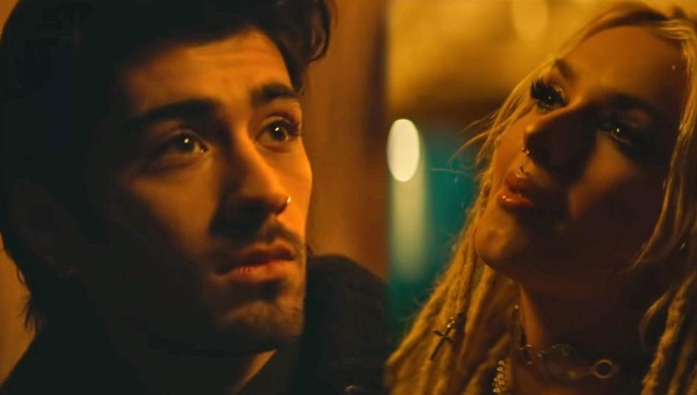 Zayn Malik y Zhavia Ward en el videoclip de 'A Whole New World'