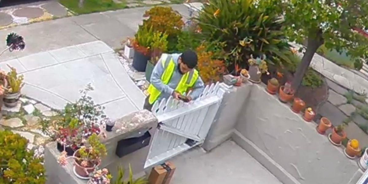 Pillan a un repartidor falseando la entrega de un paquete para quedárselo