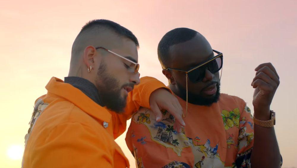 Maluma y GIMS en el videoclip de 'Hola Señorita (Maria)'