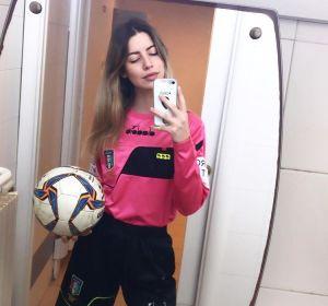 La árbitra Giulia Aurora de 22 años