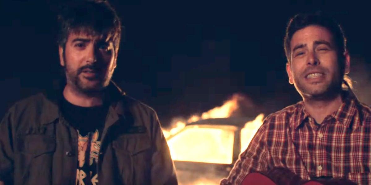 Estopa en el videoclip de 'Fuego'