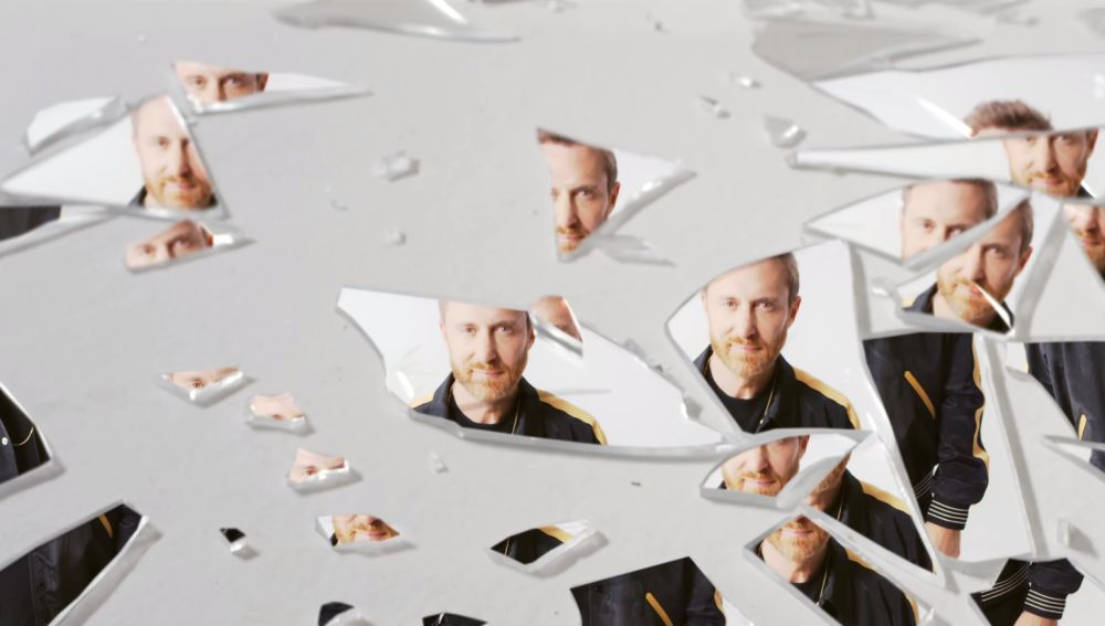 David Guetta en el videoclip de 'Stay (Don't Go Away)'
