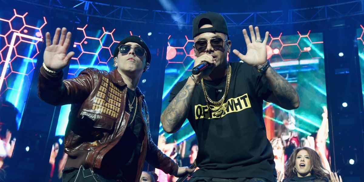 Yandel y Wisin durante una actuación