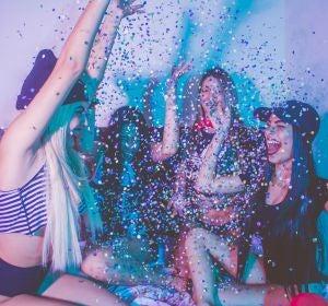 Un grupo de chicas de fiesta