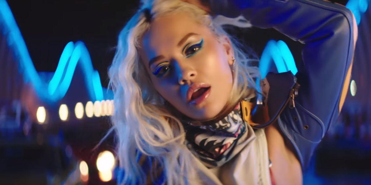 Rita Ora en el videoclip de 'New Look'