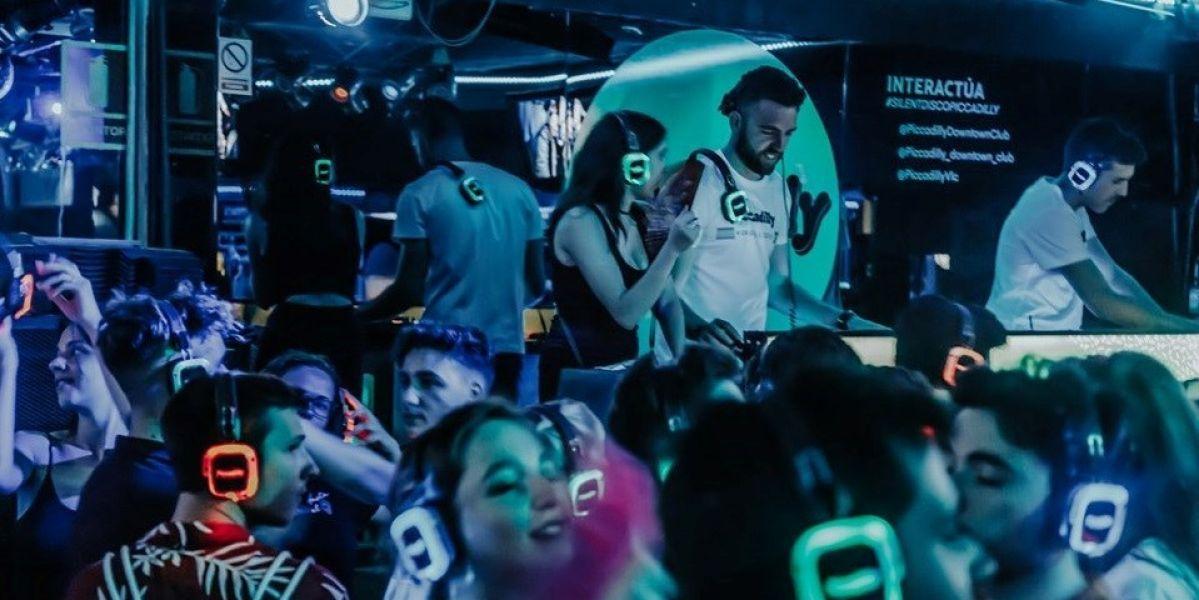 Una discoteca de Valencia, la primera en usar auriculares inalámbricos