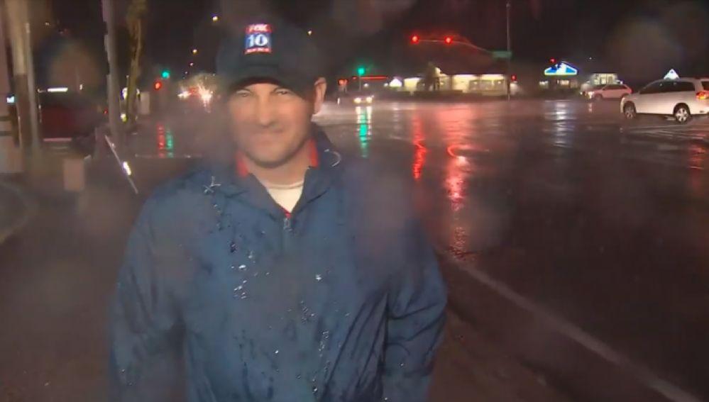 El reportero Matt Rodewalds, instantes antes de caer el rayo