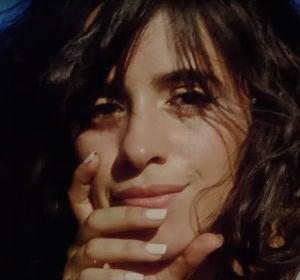 Camila Cabello en el vídeo de 'What Do I Know About Love?'