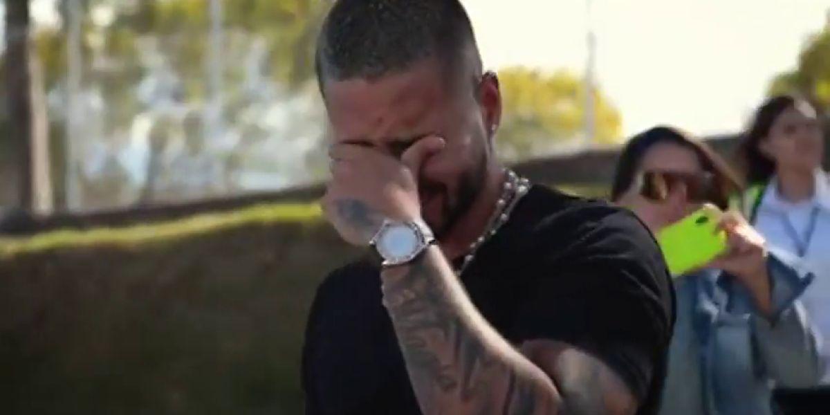 El llanto de Maluma tras recibir su primer avión privado