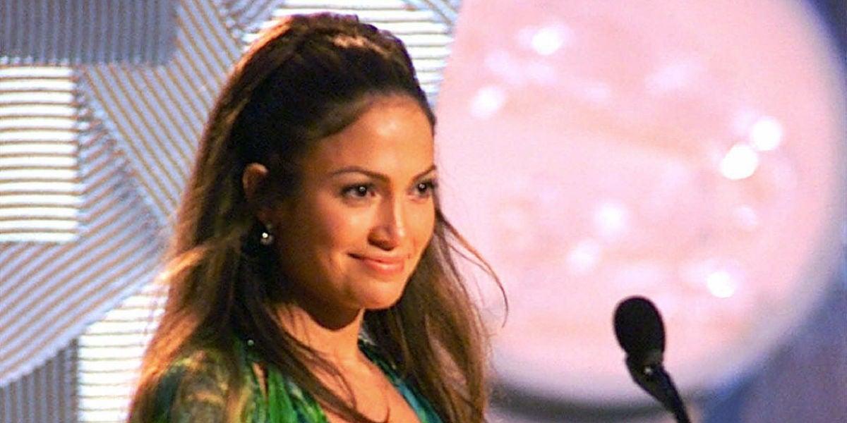 Jennifer Lopez con el mítico vestido de Versace en la gala de los Grammy 2000