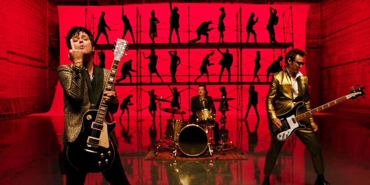 Green Day en el vídeo de 'Father Of All...'