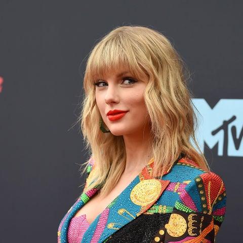 Taylor Swift posando en photocall.