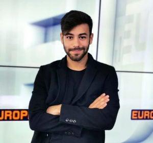 Agoney en los estudios de Europa FM