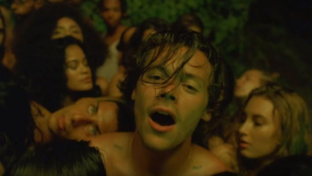 Harry Styles en el vídeo de 'Lights Up'
