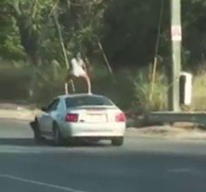 """Detenida una joven por """"distraer a los conductores"""" al hacer 'twerking' sobre el techo de un Mustang en marcha"""
