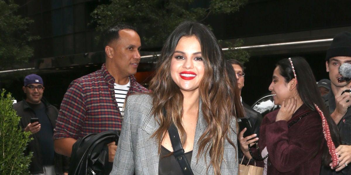 Los zapatos pertenecen a Selena Gomez