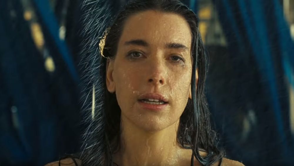 Danielle Haim en el vídeo de 'Now I'm In It'
