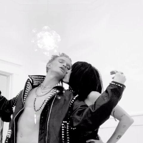 Cody Simpson y Miley Cyrus en Halloween