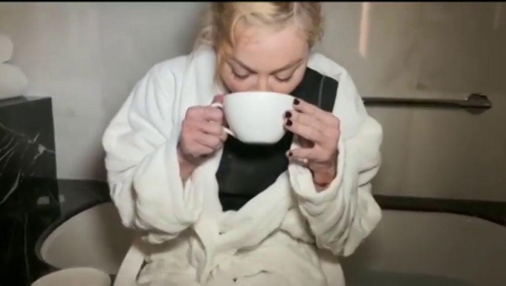 Madonna se bebe su pis
