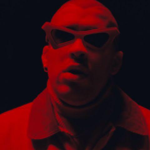 Bad Bunny en el videoclip de 'Vete'