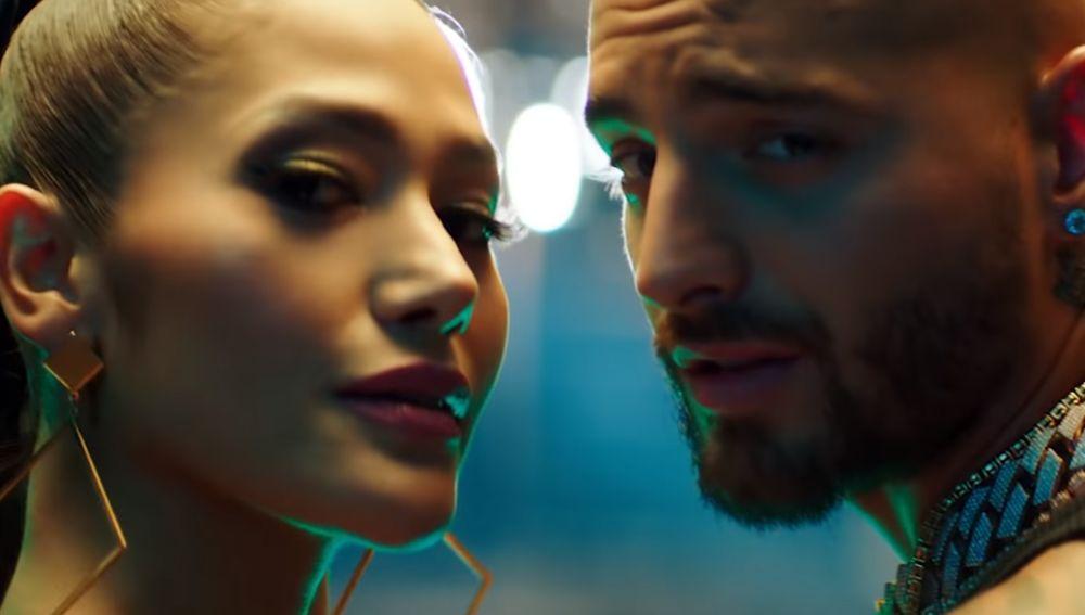 Farina y Maluma en el videoclip de 'Así Así'