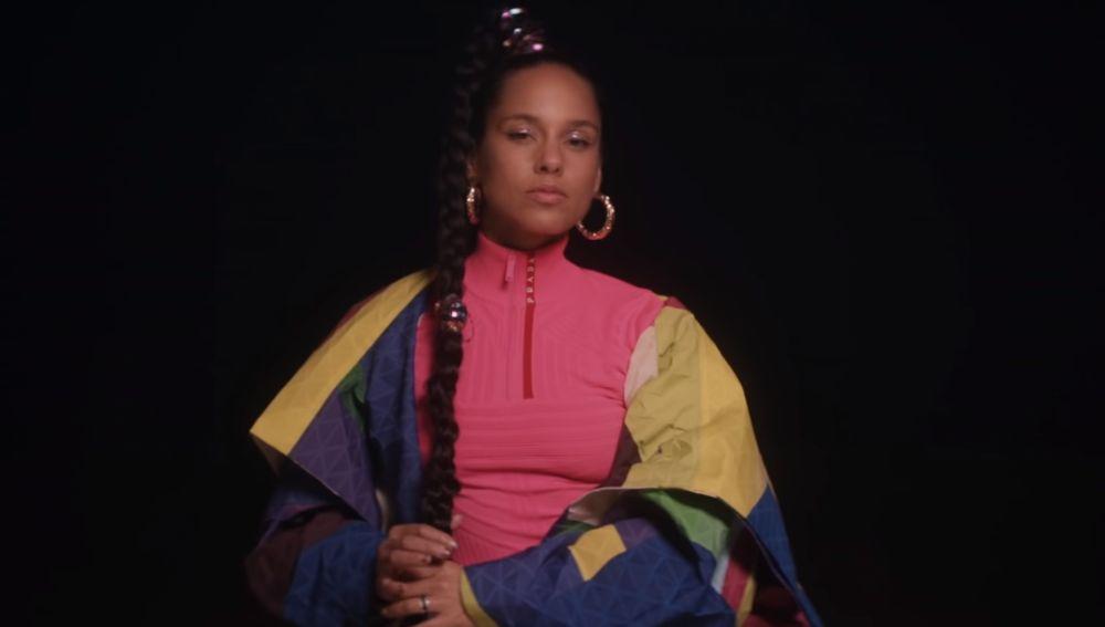 Alicia Keys en el videoclip de 'Time Machine'