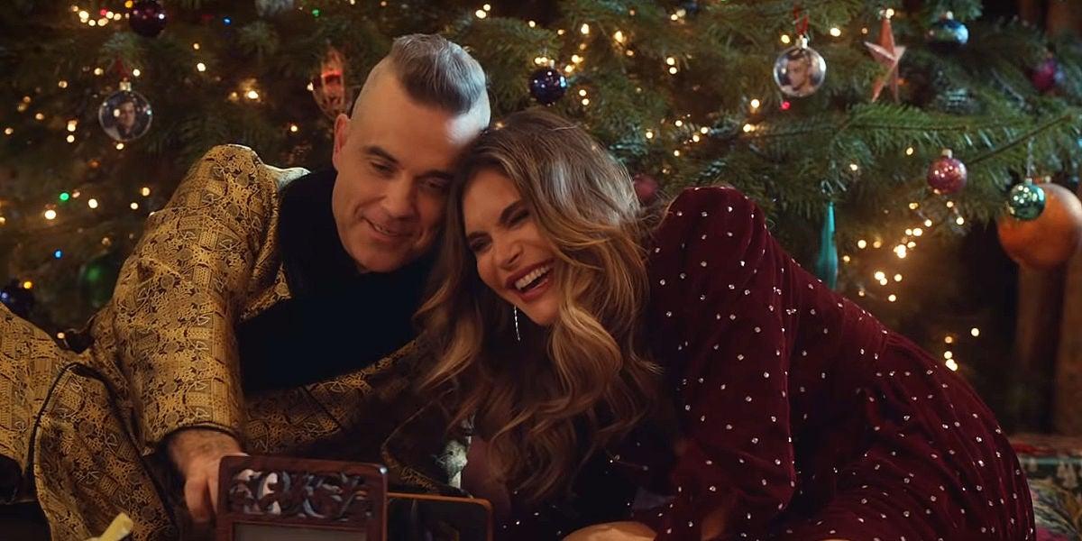 Robbie Williams y Ayda Field en el videoclip de 'Time For Change'