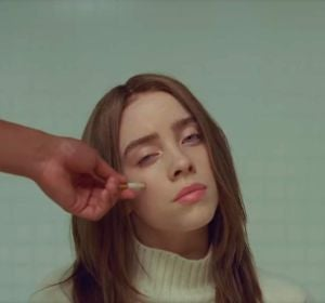 Billie Eilish en el vídeo de 'xanny'