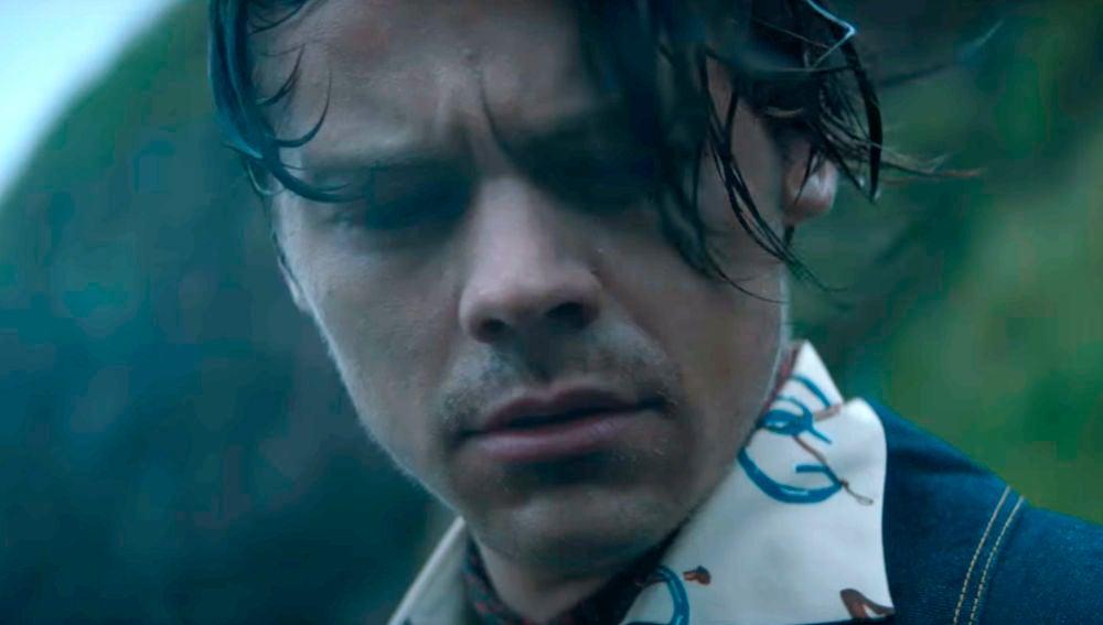 Harry Styles en el videoclip de 'Adore You', narrado por Rosalía