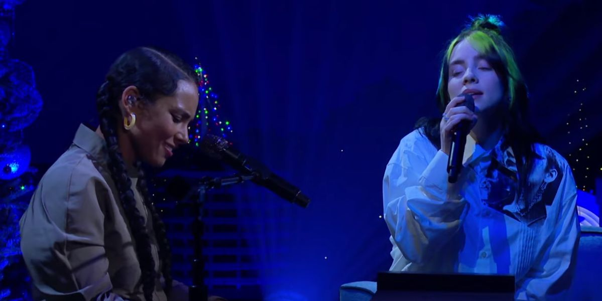 Alicia Keys y Billie Eilish interpretando 'ocean eyes' en directo