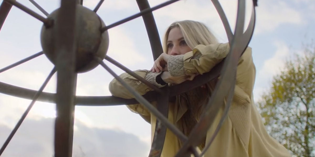 Ellie Goulding en el vídeo de 'River'