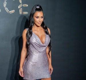 Kim Kardashian con un pronunciado escote
