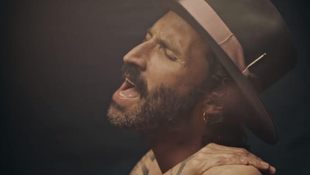 Leiva en el videoclip de 'Como Si Fueras a Morir Mañana'