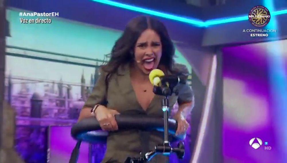 Cristina Pedroche da el 'cante' en un innovador micrófono oscilante en 'El Hormiguero 3.0'