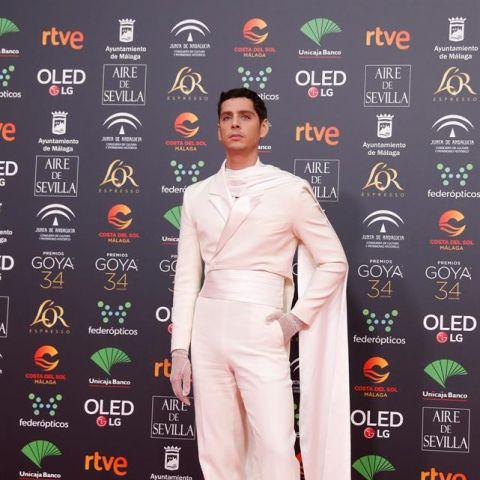 El actor y realizador, Eduardo Casanova, a su llegada a la entrega de los Premios Goya 2020