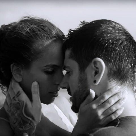 Julia Nakamatsu y Melendi en el vídeo de 'La chica perfecta'