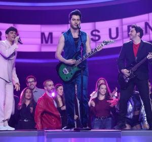 """Gemeliers se convierten en los Jonas Brothers con """"Sucker"""""""