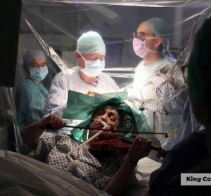 Así es la operación donde una mujer toca el violín mientras le intervienen de un tumor cerebral