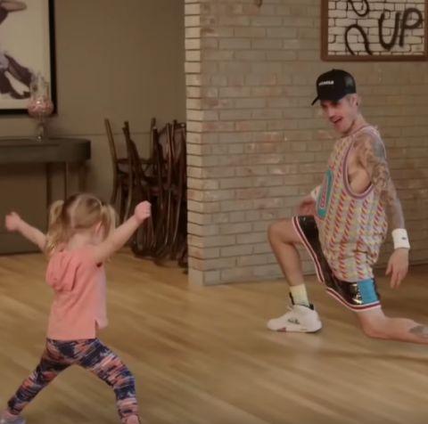 Justin Bieber enamora bailando 'Baby' con niños, junto a James Corden