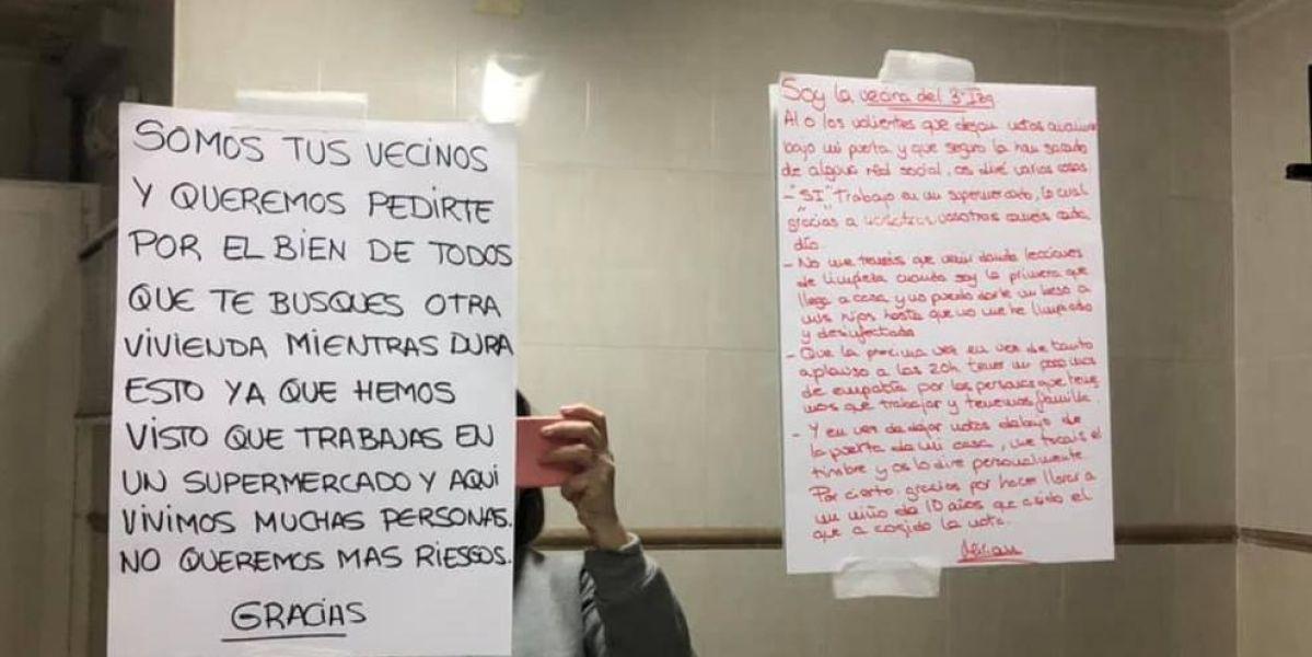 Notas encontradas por una empleada de supermercado bajo su puerta