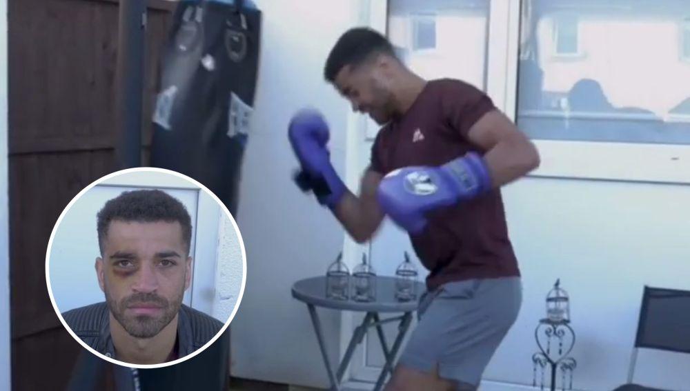 El boxeador Sam Maxwell simula autolesionarse