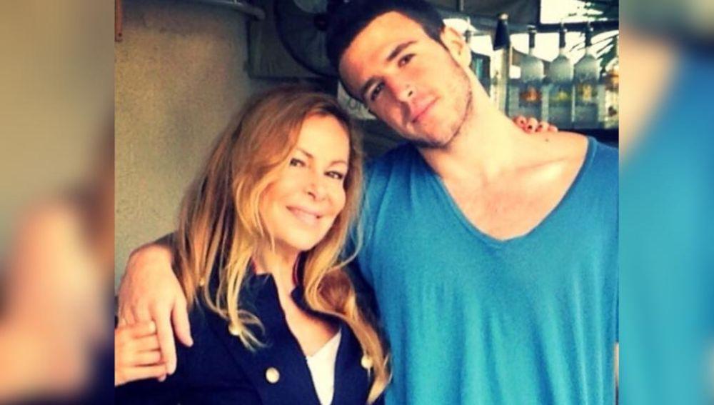 Ana Obregón junto a su hijo
