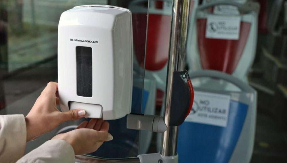 Zaragoza es pionera en la instalación de gel hidroalcohólico en autobuses y tranvía