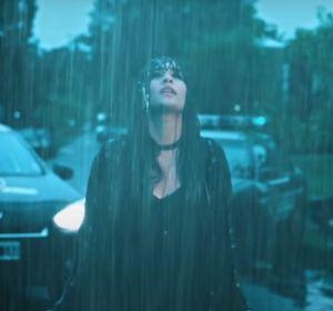 Cali y el Dandee y Aitana en el videoclip de '+'