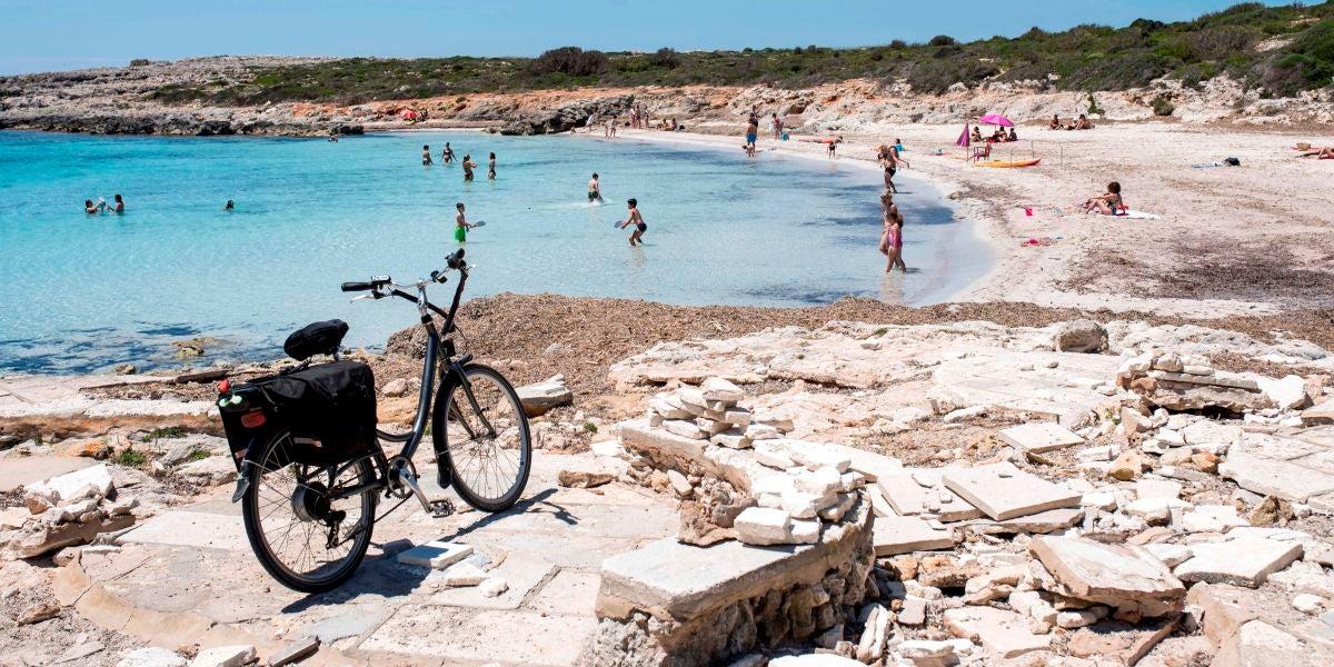 Playa de Binibèquer (Menorca), durante la fase 2