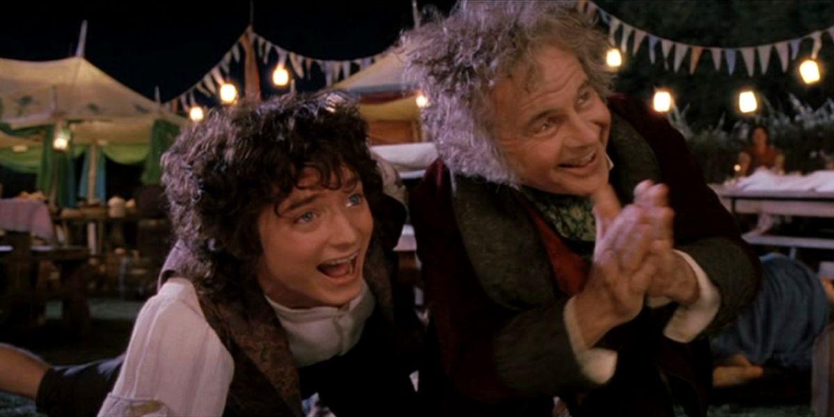 Elijah Wood e Ian Holm como Frodo y Bilbo Bolsón en 'El señor de los anillos'